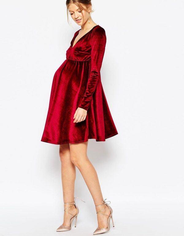 moda-para-embarazadas-en-navidad-2015-vestido-de asos-rojo-terciopelo