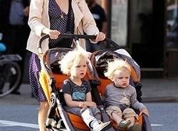Padres famosos: Naomi Watts y sus hijos