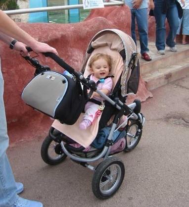 paseando al bebe
