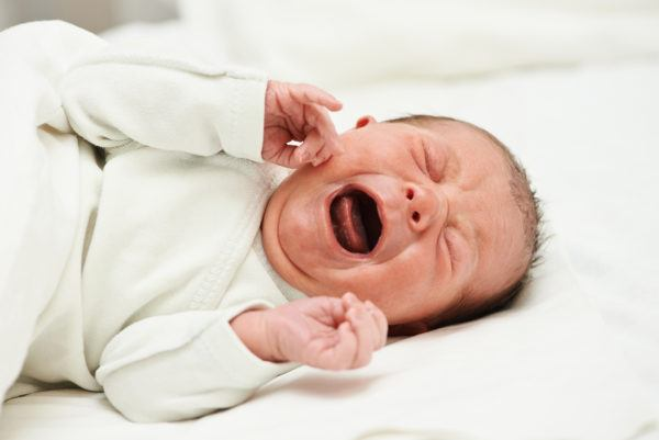 newborm baby screaming just after born
