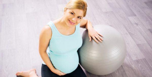 seguro-hacer-abdominales-durante-el-embarazo