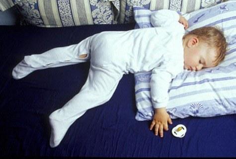 sleeping-boy_AJM525