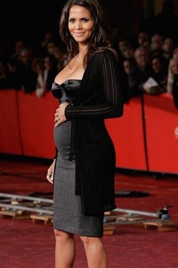 vestidos de fiesta elegantes de famosas embarazadas 2